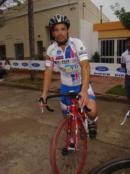 ciclistaslocalesardisonoposando